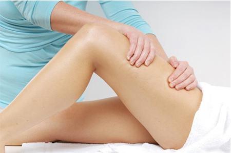 Massazh prorabotka kolennogo sustava